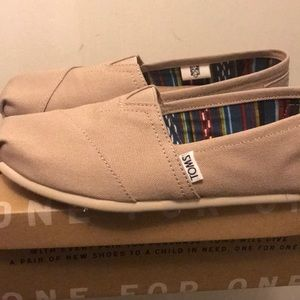 NEW Womens TOMS Classic Slip On Casual Shoe